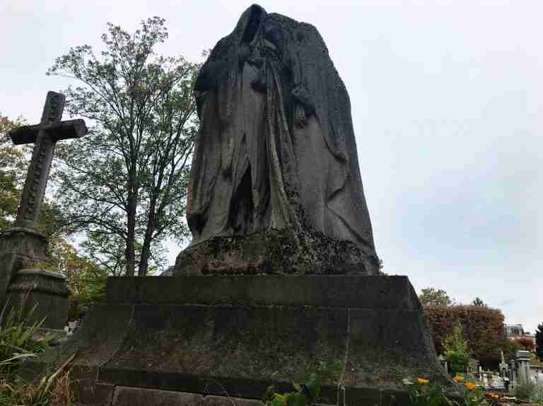 Solo in the Cemetery: Wandering Paris's Pere Lachaise